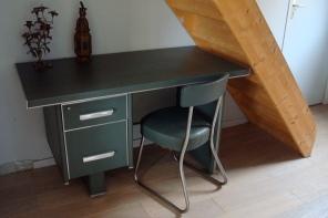 Revêtement skai - 2 tiroirs - L129 P65 H78 - 500 €