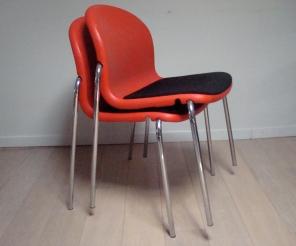 6 chaises design rouge et noire - 360€