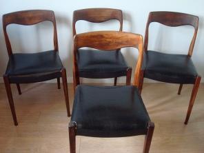 4 chaises palissandre / skai noir - 170 €